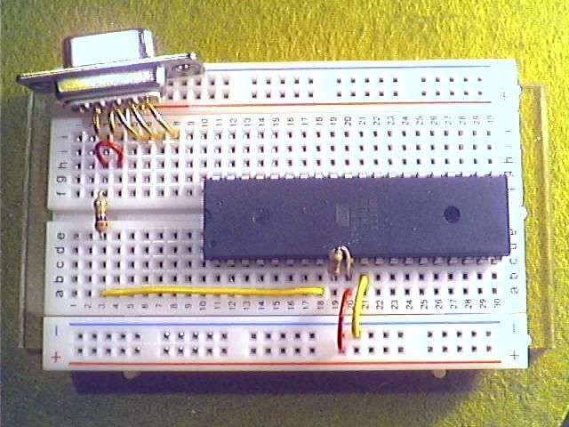 Schritt3 - Pin 6 und 7 bei D-Sub verbinden und über 10kΩ-Widerstand (braun, schwarz, orange) mit Pin 8 (SCK) des ATmega32 verbinden.
