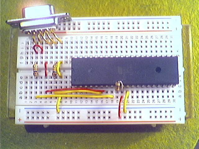 Schritt6 - Pin 4 bei D-Sub mit Pin 6 (MOSI) des ATmega32 über einen 10kΩ-Widerstand (braun, schwarz, orange) verbinden.