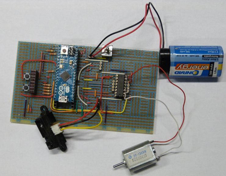 Testperipherie für die nachfolgenden Programme: Sensor, Motor, externe Spannungsversorgung.