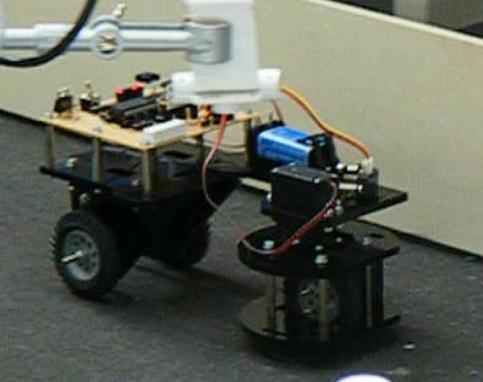 Beispiel eines kleinen, Mikrocontroller geregelten Autonomen Vehikels, das als Dreirad ausgeführt ist.