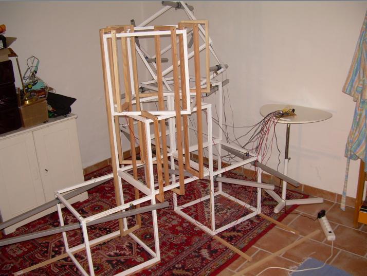 Bau der Klanginstallation für das Alexandrowka-Fest in Potsdam im Jahr 2007.